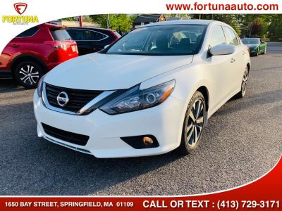 2017 Nissan Altima 4 door sedan sr (white)