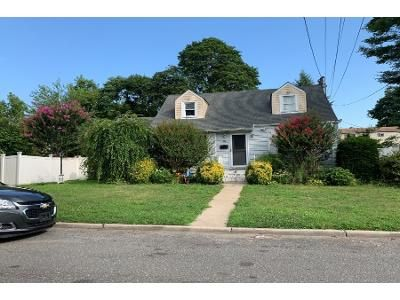 4 Bed 2 Bath Foreclosure Property in Huntington Station, NY 11746 - E 6th St