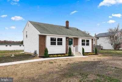 2547 Sheridan Franklin Four BR, Got Horses?? This home has a