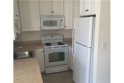 Norwood Suites - Beautiful 1 bedrooms - Located in Downtown Norwood. Parking Available!