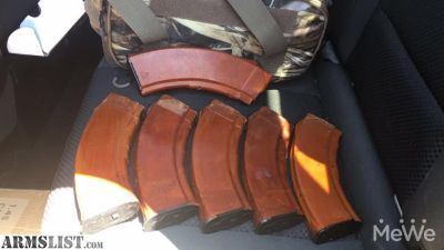 Want To Buy: Izzy or Tula Bakelite mags.