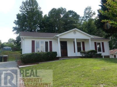 Available Now! 3 Bed, 1.5 Bath Home