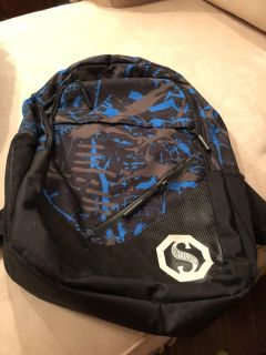 School backpack. Hardly use. Excellent condition