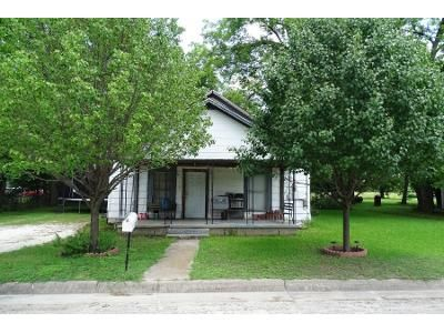2 Bed 1 Bath Preforeclosure Property in Gainesville, TX 76240 - S Howeth St