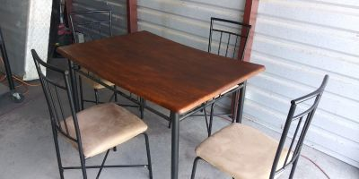 Breakfast table with 4 chairs in good condition