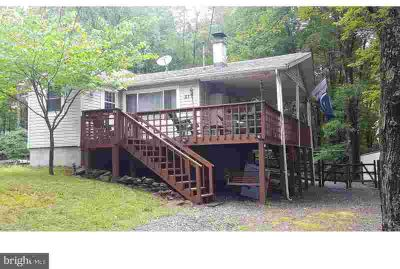 213 Yuma Trl Pocono Lake Three BR, Appealing and well maintained