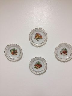 6 inch hanging plates x4