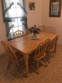 8 PIECE DINING ROOM SET - IN EXCELLENT LIKE NEW CONDITION