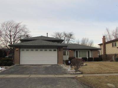 3 Bed 2 Bath Preforeclosure Property in Country Club Hills, IL 60478 - 177th St
