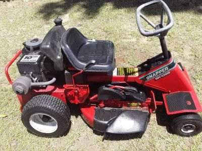 Snapper rear engine riding lawnmower