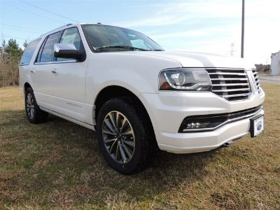 2016 Lincoln Navigator Select (White Platinum Clearcoat Metallic)