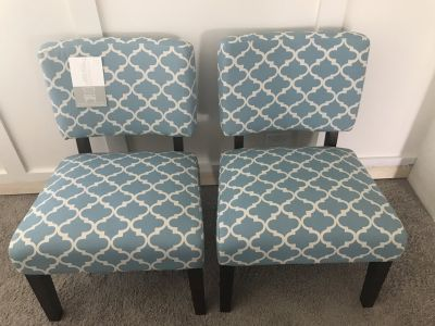 Set of 2 brand new sitting chairs