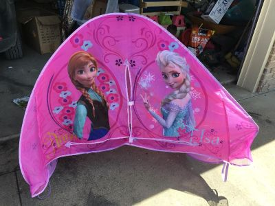 Frozen pop up tent for toddler or twin bed