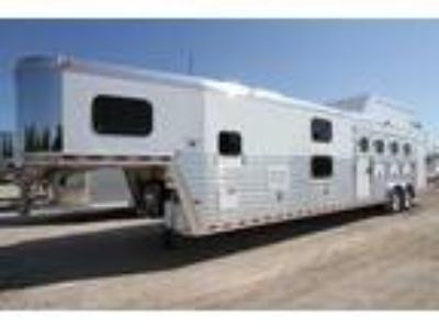 2017 Hart Tradition 4H 14' SW - Bunk Beds 4 horses