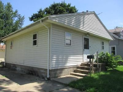 2 Bed 1 Bath Foreclosure Property in Pekin, IL 61554 - Catherine St