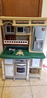 Step 2 plastic play kitchen with stove, oven, microwave, fridge