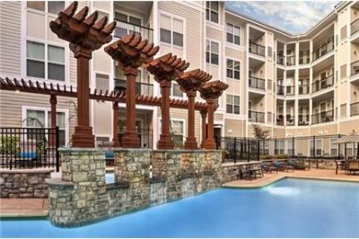 1 bedroom Apartment - Camden Dulles Station offers one.