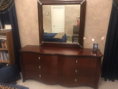 Large dresser with Mirror & 2 matching nightstands.