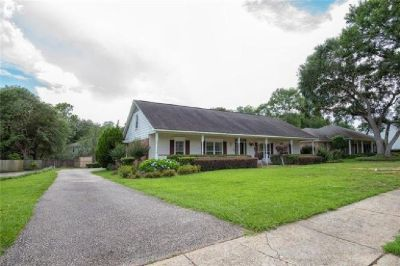 Gorgeous 4 Bedroom Home in Mobile