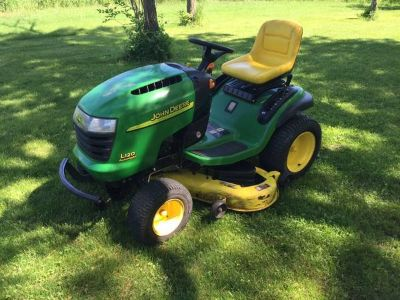 John Deere L120 Riding Tractor Mower 2004, 48 Inch