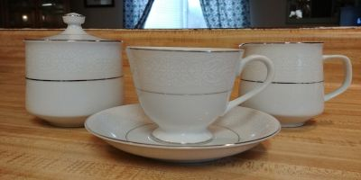 Brentwood China cups/saucers