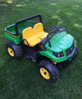 John Deere Gator / electric / charger and battery included / EUC- some muted black marks on front