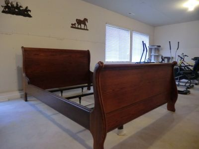Oak Sleigh Queen Bed