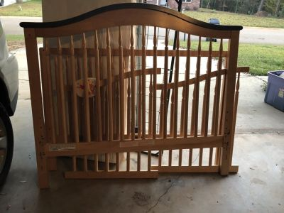 Crib (with matching changing table, posted separately)