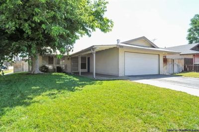 3bed/2baths Ready to movein @ 895 Myers St Riverside CA 92503