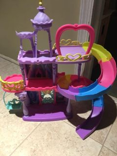 Pretty pony play castle with small car