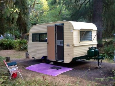 Vintage travel trailer 1962 Traveleze rare original condition