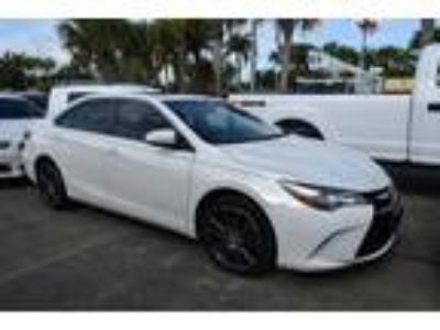 Used 2016 Toyota Camry White, 43K miles