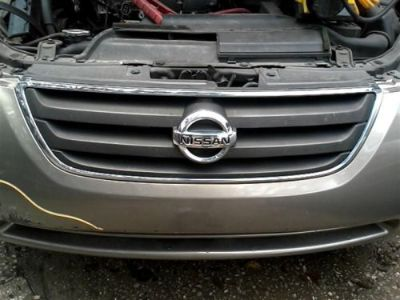 Sell GRILLE FITS 02-04 ALTIMA 445285 motorcycle in Valrico, Florida, United States, for US $39.99