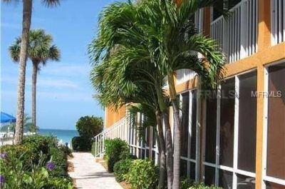 Turnkey furnished condo is in excellent condition throughout (LONGBOAT KEY, FL)