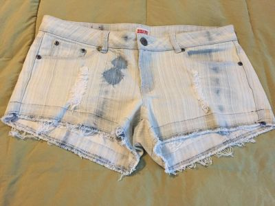 Like new mossimo jean shorts size 17