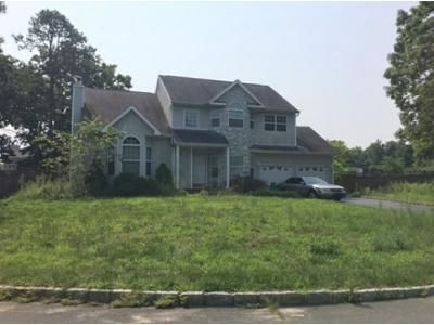 4 Bed 2.5 Bath Foreclosure Property in Centereach, NY 11720 - Rhi Ct