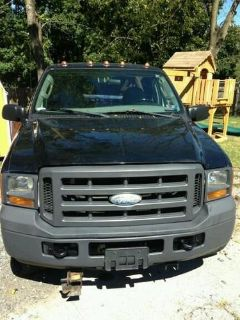 Sell 2005 Ford F25O Super Duty 4x4 Pickup motorcycle in Chester Springs, Pennsylvania, US, for US $910.00