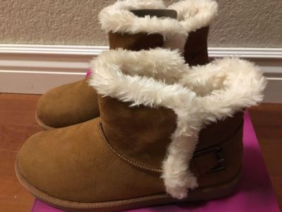 Brand New Size 8M Brown Boots
