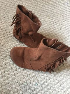Girls Faux suede fringe boots