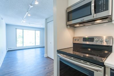 West-Facing Boulder Studio w Incredible Views- Available For Move-In August!