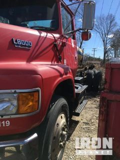 1993 Ford L8000 Cab & Chassis