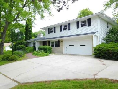 1340 Helene DR Brookfield Five BR, Nestled away in a quiet