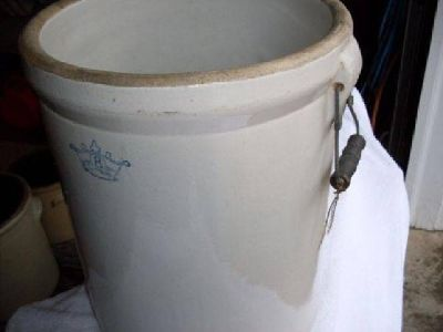 $175 Great 8 Gallon Crown Crock (Ironton, Ohio)