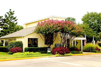 DeSoto 1/1 $940 Pool, Business center, W Wintergreen Rd
