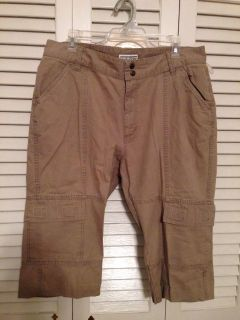 Venezia Size 14W. Capris. Pick up at Target in McCalla on Thursdays 5:15 to 6:00pm.