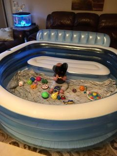 Inflatable family size swimming pool
