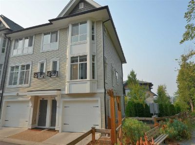 Corner Bright Townhome With Large Fully Fenced Backyard On Greenspace