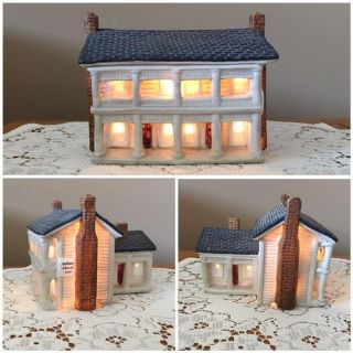 White House Inn Night Light ~ Antique / Collectible