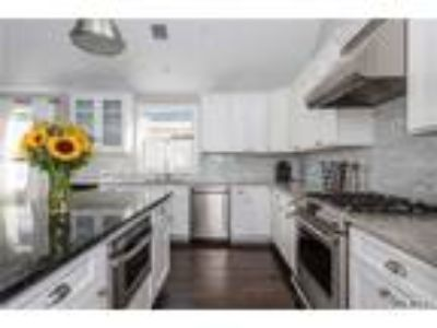 Long Beach Three BR Three BA, July Rental - Impeccably Designed Home