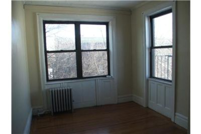 *Broadway  Steinway Area*Wood Floors*Close To All*